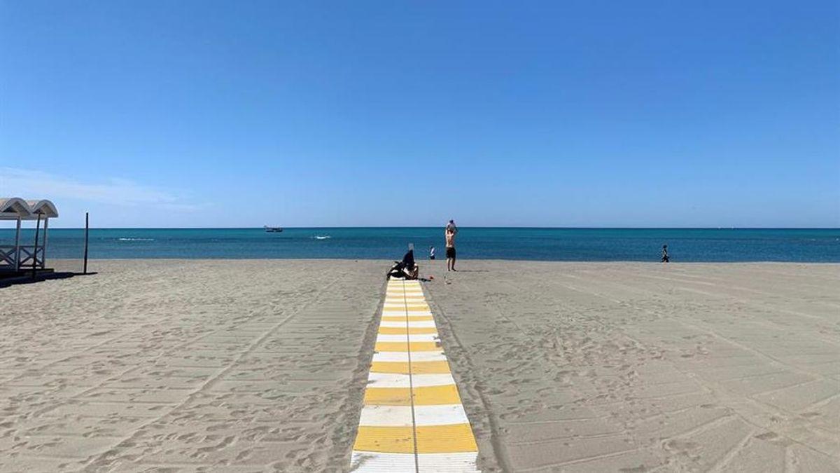 Las playas sin contagios: Pasarelas de entrada y salida y  paseos por  la derecha de la orilla