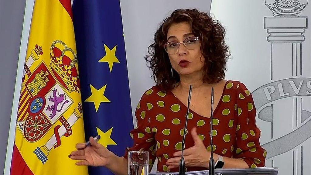 """Montero subraya que el diálogo social es """"más importante que nunca"""" y ahí se negociará la reforma laboral"""