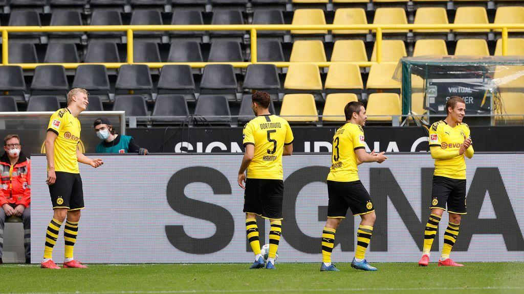 Jugadores del Borussia Dortmund celebrando un gol