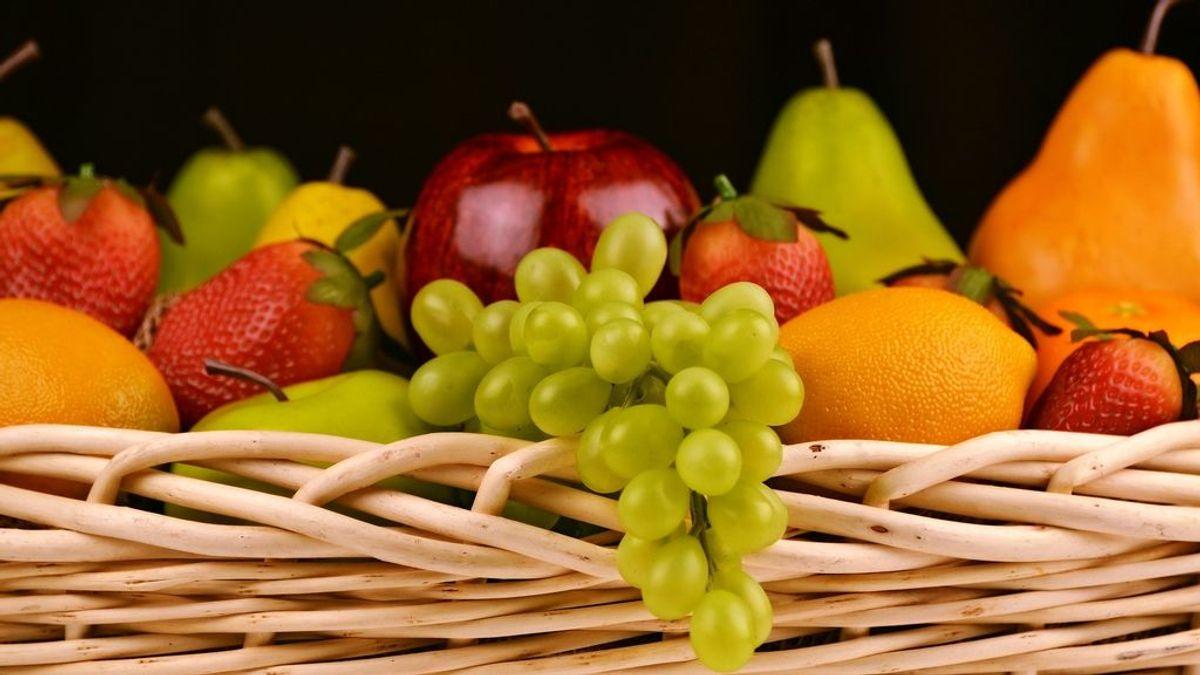 Comer fruta por la noche es sano y  no engorda si evitas las más dulces: elimina el plátano o el melón