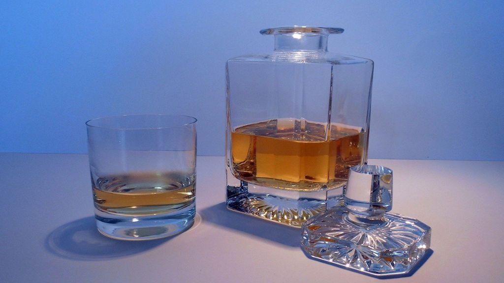 Decantador de whisky: cómo marcar la diferencia a la hora de servir una copa