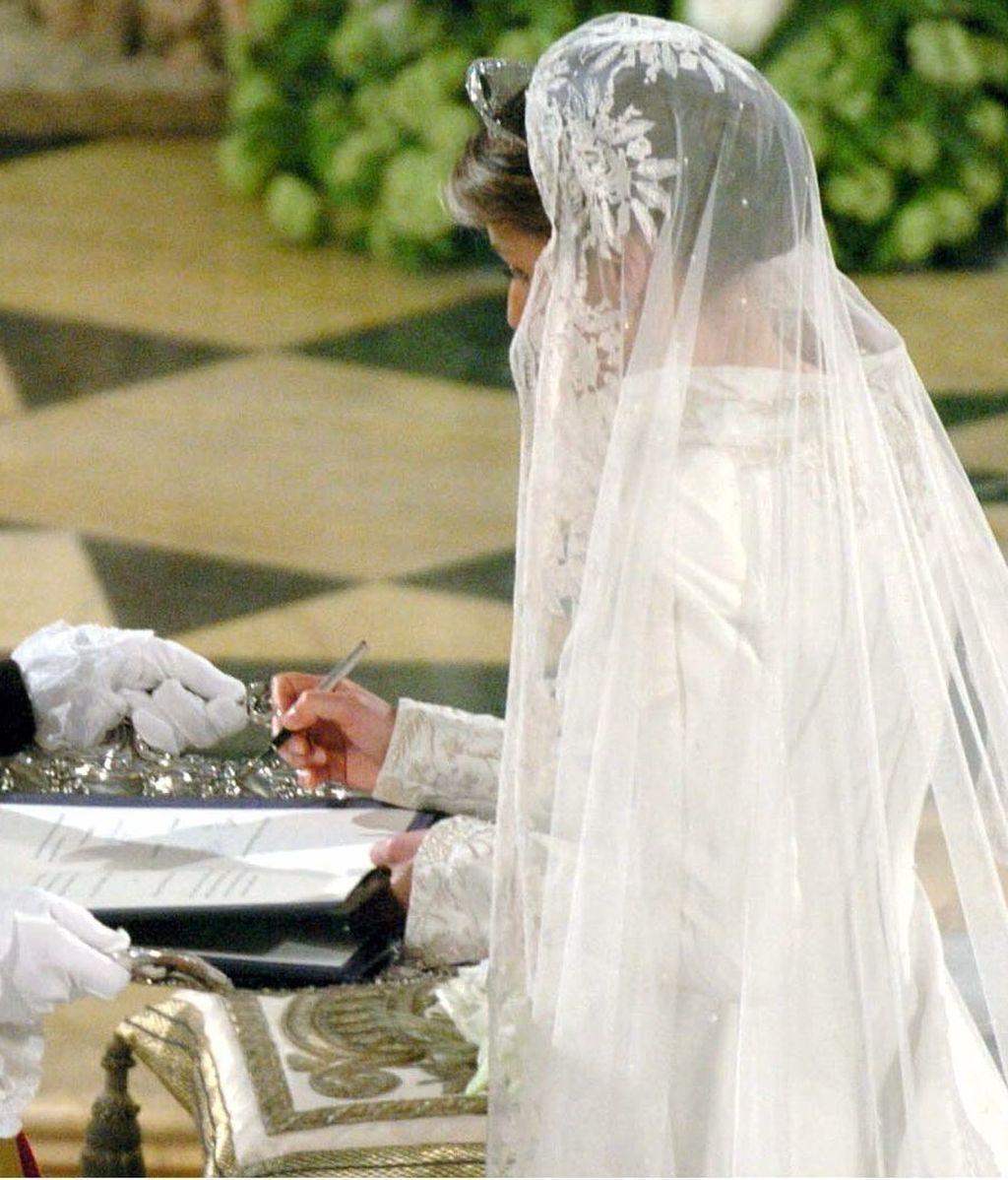 El velo de Letizia Ortiz fue un regalo de Felipe VI