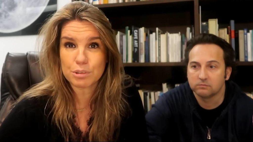 """Iker Jiménez y Carmen Porter lamentan la muerte de su perro Merlín: """"Estamos destrozados"""""""