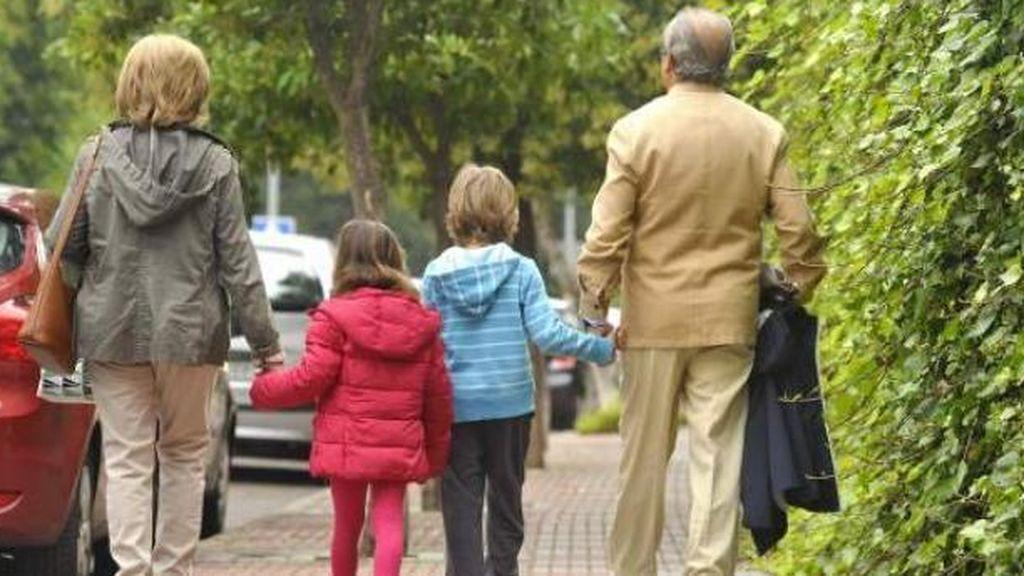 """Los niños ya pueden visitar a los abuelos, pero con """"rigurosas medidas de protección"""""""