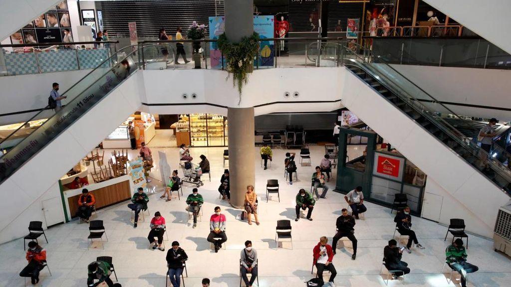 Las tiendas de los centros comerciales podrán abrir desde el lunes si tienen acceso desde el exterior