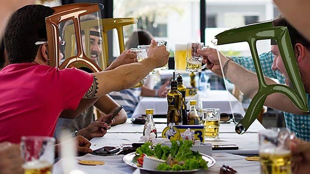 Crean un protector facial que permitirá comer y beber con seguridad en bares y restaurantes