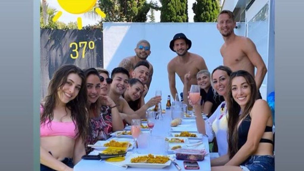Cuatro jugadores del Sevilla se saltan el protocolo sanitario y lo cuelgan en la Red