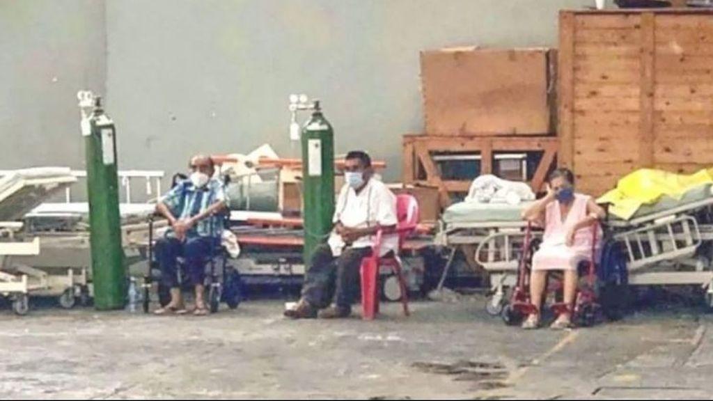 Colapso en los hospitales de Acapulco: atienden a pacientes de COVID-19 en los aparcamientos