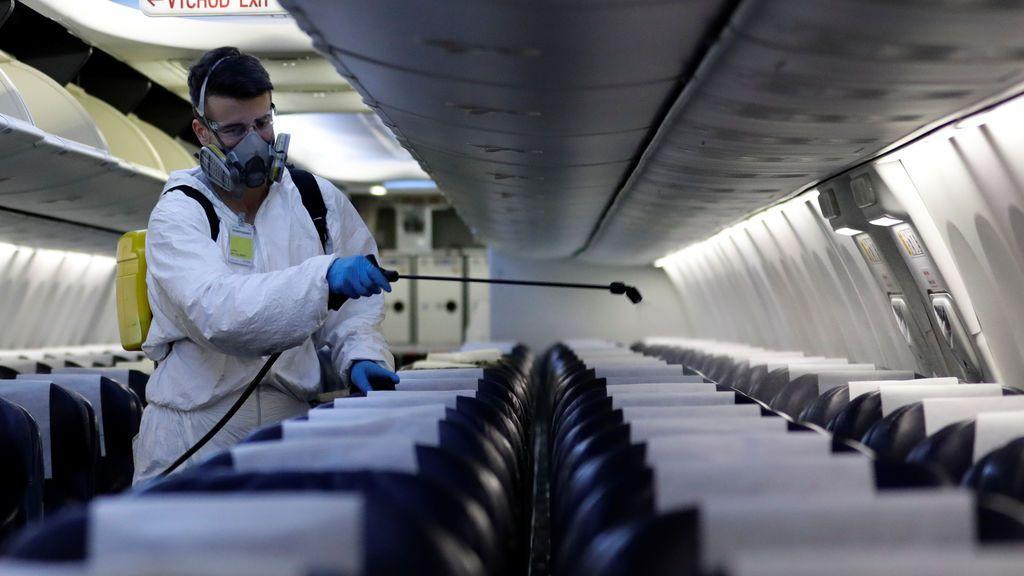 Volar en plena pandemia del coronavirus: las instrucciones antes, durante y después de viajar en avión