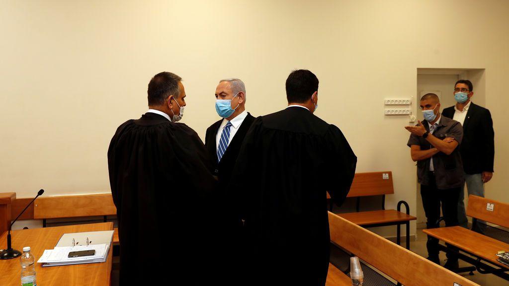 El primer ministro de Israel, Benjamín Netanyahu, se sienta en el banquillo acusado de corrupción