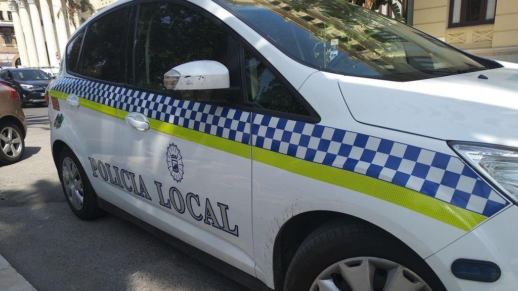 Da a luz en plena calle de Málaga asistida por cuatro policías locales