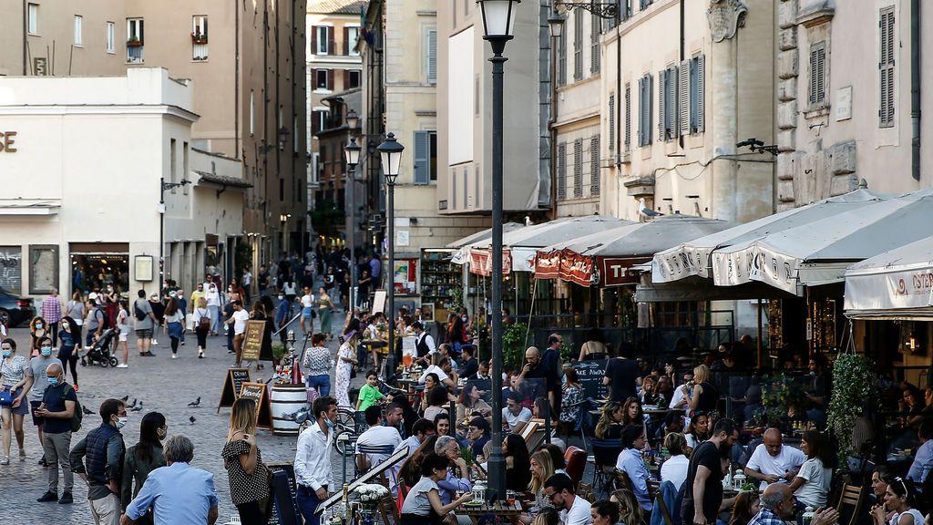 Roma multará con hata 500 euros a quienes tiren mascarillas o guantes al suelo
