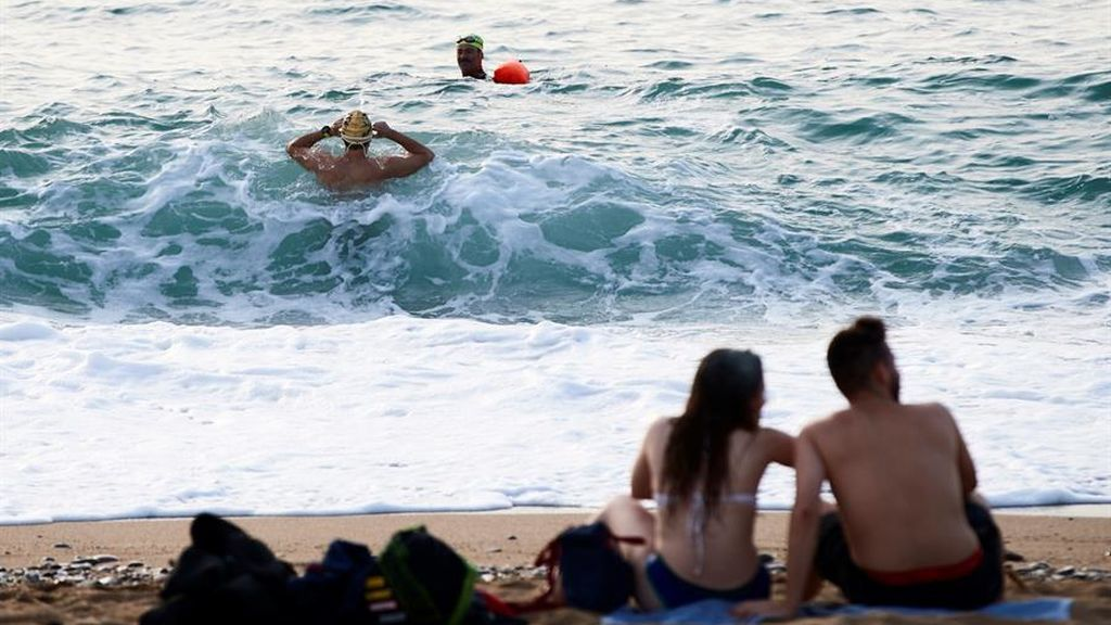 Guía para ir a la playa en la fase 2: distancia entre tumbonas, sombrillas y prohibidas reuniones de más de 15