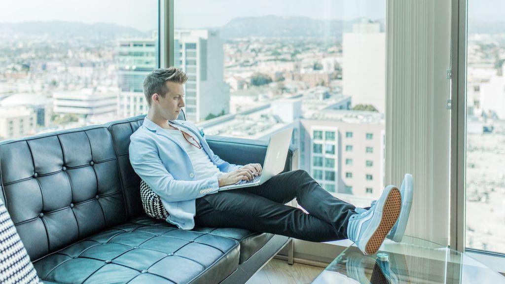 Seguridad, control y un buen outfit: claves para superar una entrevista online con éxito