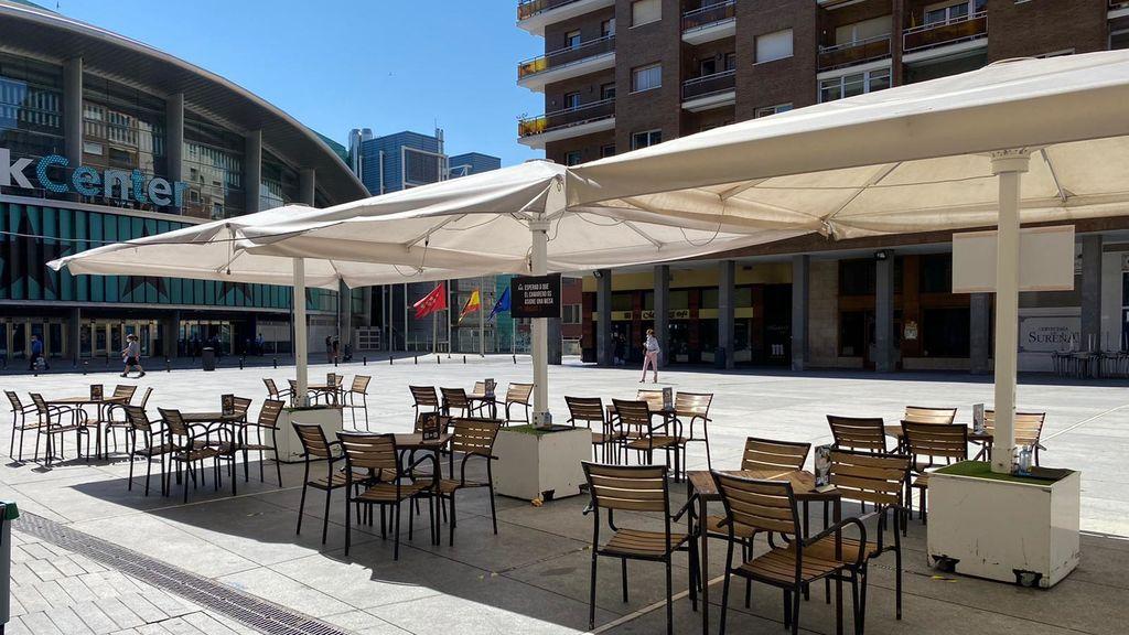 Una terraza a punto de abrir en Madrid.