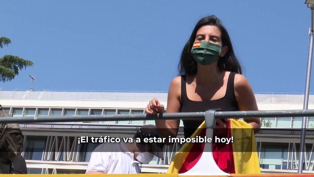 """Rocío Monasterio bromea en la manifestación contra el Gobierno: """"Tengo un gen cubano que detecta a los comunistas a distancia"""""""