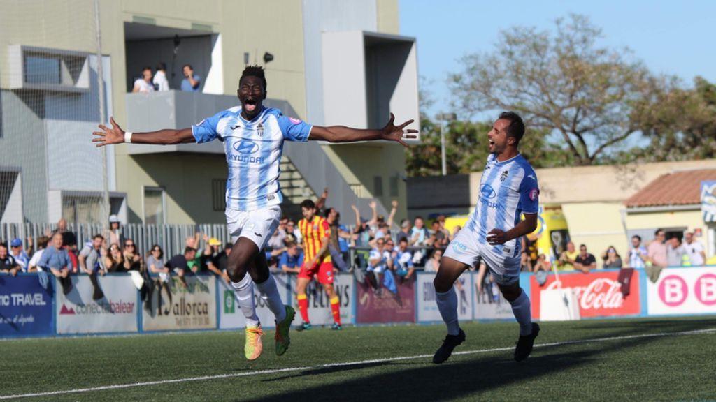 Nuha Marong Krubally celebra un gol con el Atlético Baleares.
