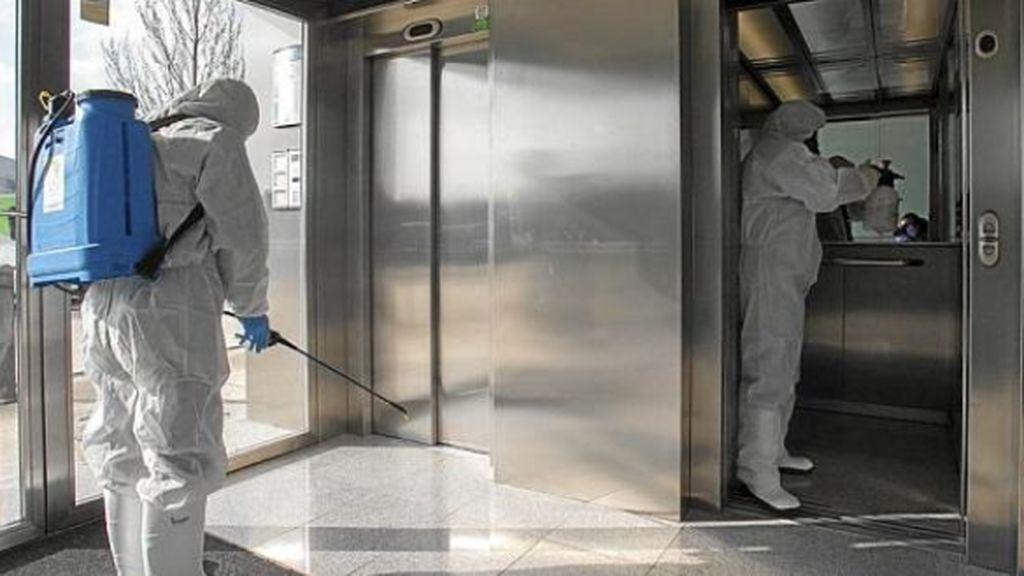 El peligro de los ascensores en el contagio del coronavirus: España es la que más tiene de Europa