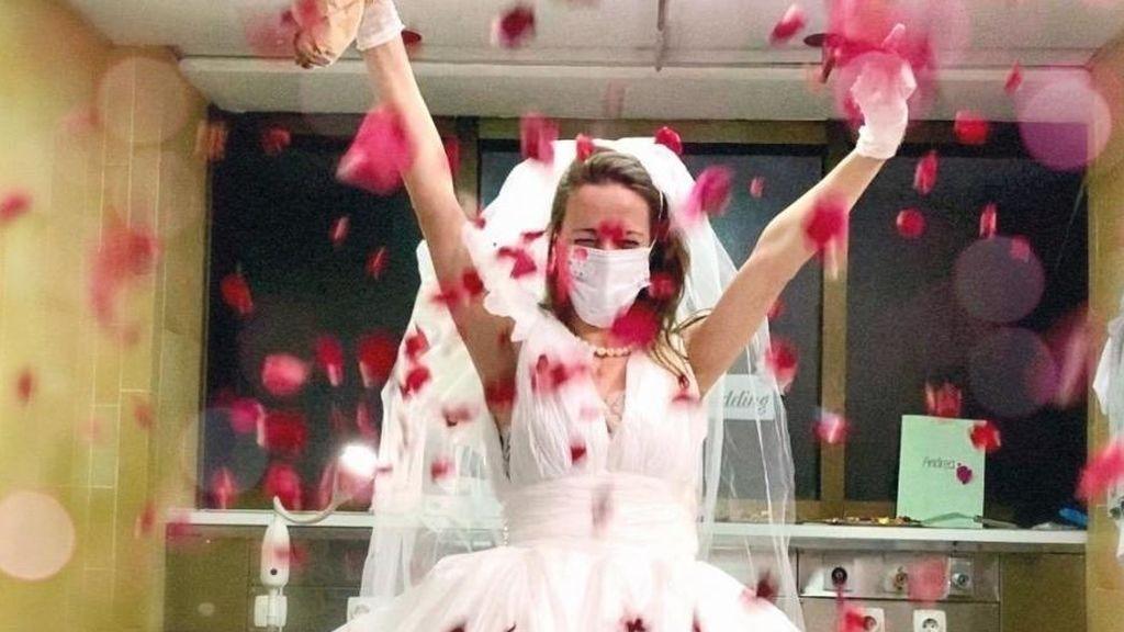 la-sorpresa-que-recibio-una-enfermera-aragonesa-el-dia-de-su-boda-en-el-hospital-de-barcelona