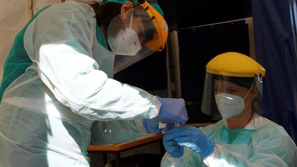 Los enfermos de coronavirus dejan de infectar a otras personas tras 11 días, según un estudio