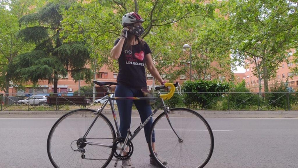 Sara, en su bici por las calles de Madrid