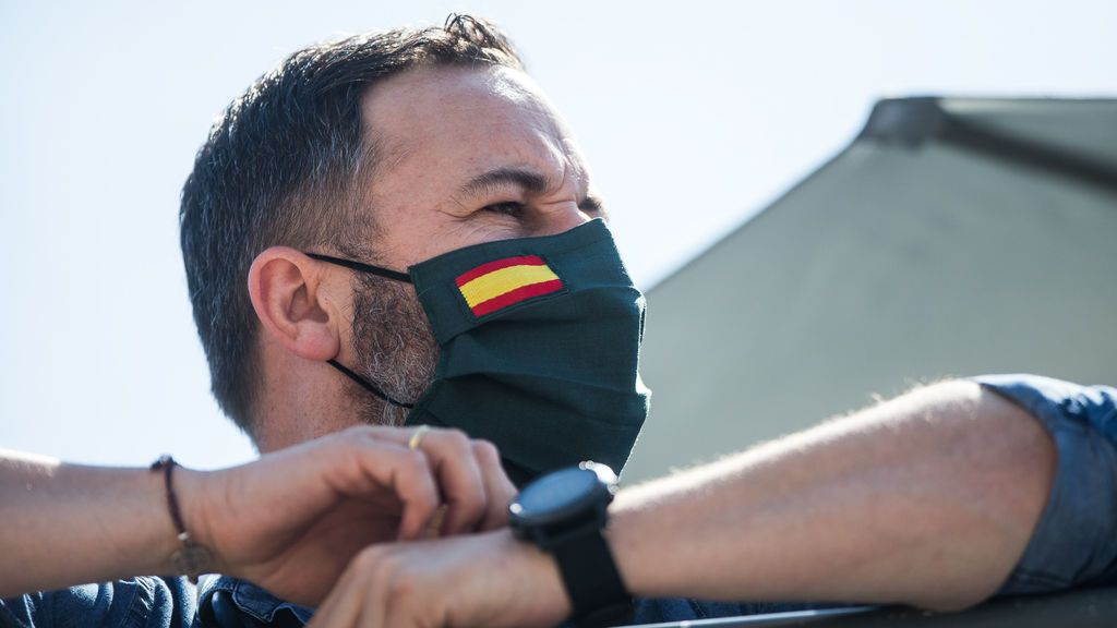 Santiago Abascal en la mnifestación de coches contra el gobierno
