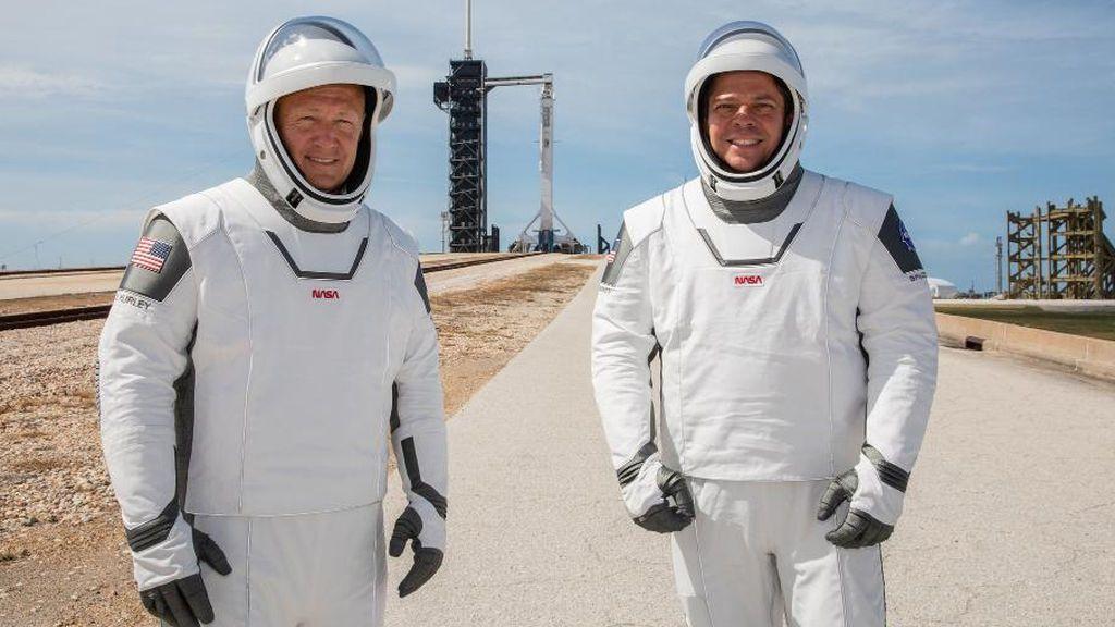 Los astronautas que irán a bordo de la Crew Dragon