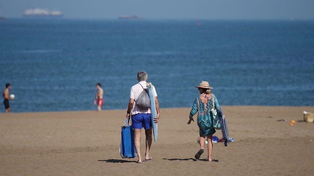 Apps para reservar en la playa: guía de lo que llevar este verano en el móvil para no hacer cola bajo el sol