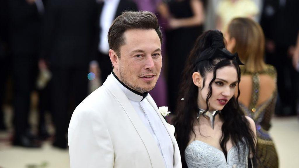 Elon Musk y Grimes, obligados a cambiar el excéntrico nombre de su hijo