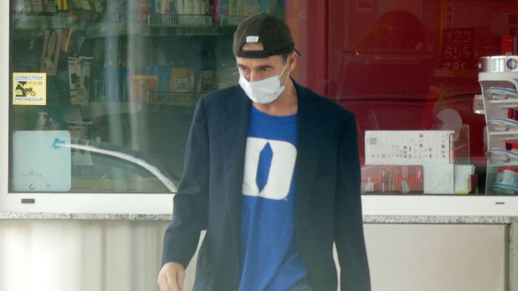 Alessandro Lequio con la camiseta de su hijo