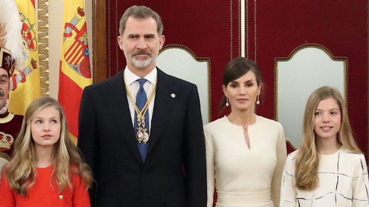 La princesa de Asturias reaparece junto a los reyes en el minuto de silencio por las víctimas de la pandemia