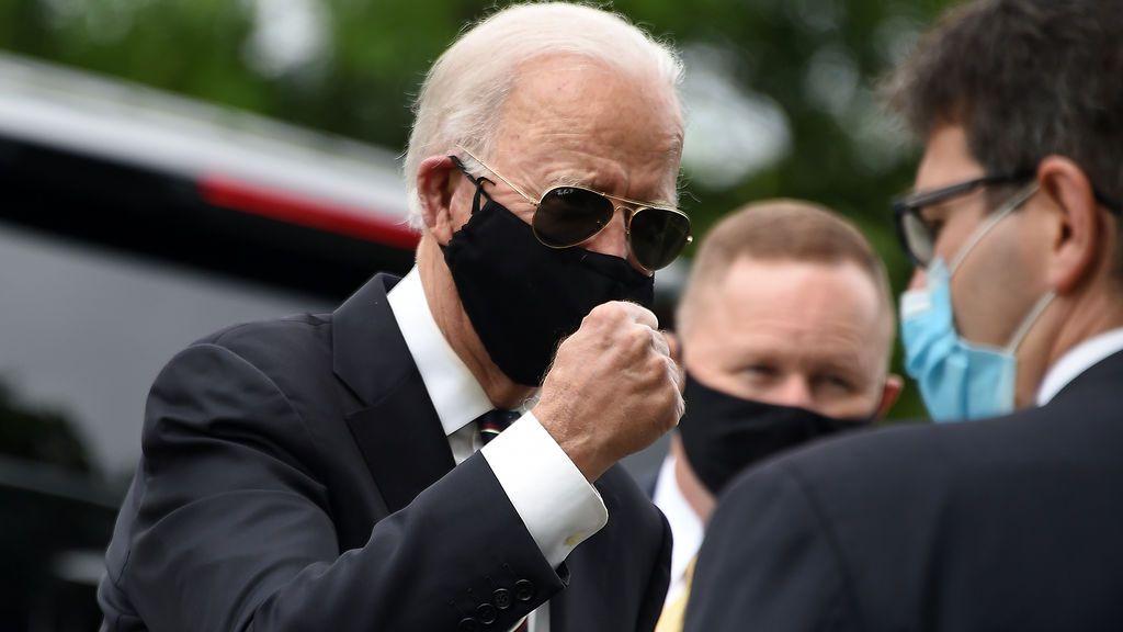 Joe Biden reaparece con mascarilla tras dos meses enclaustrado por la pandemia