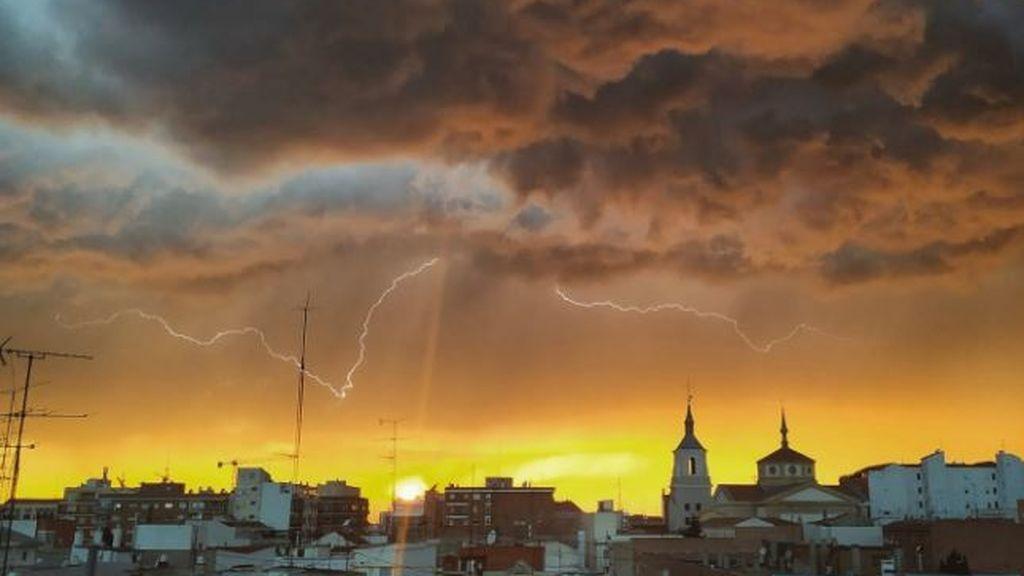 Y en Madrid anocheció de pronto: la tormenta que truncó la inauguración de terrazas en la fase 1