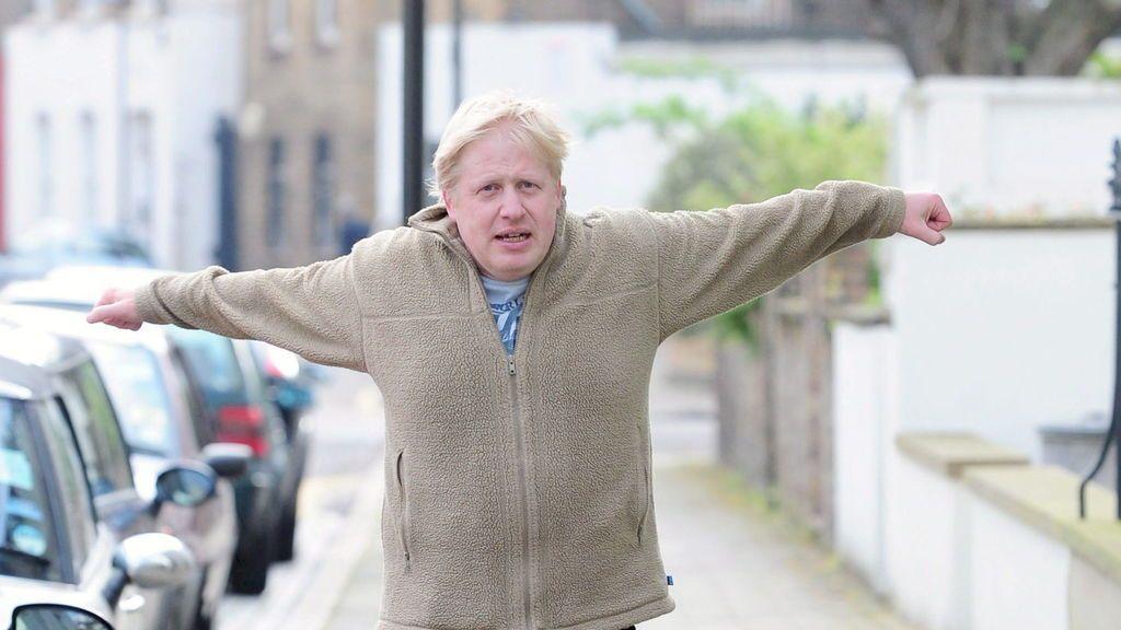 Boris Johnson se pone en forma en el palacio de Buckingham