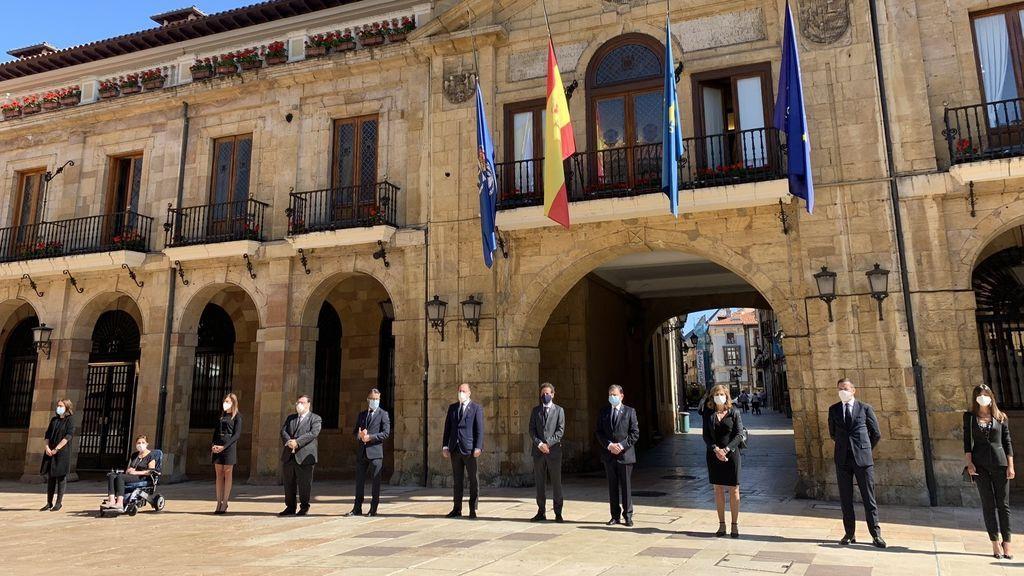 Minuto de silencio en Oviedo por las víctimas del coronavirus