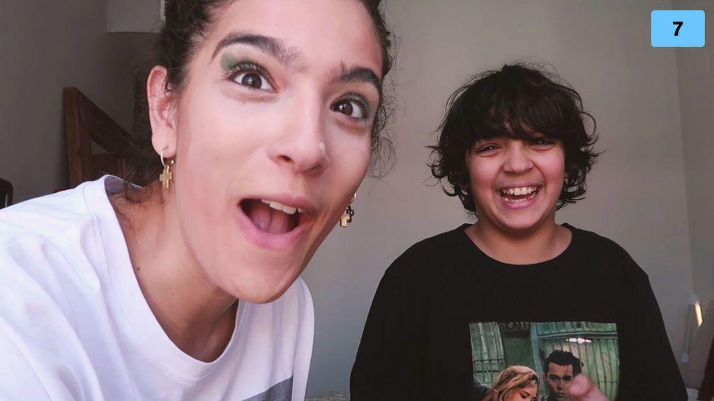 Alma Bollo se deja maquillar por su hermano Samuel (2/2)