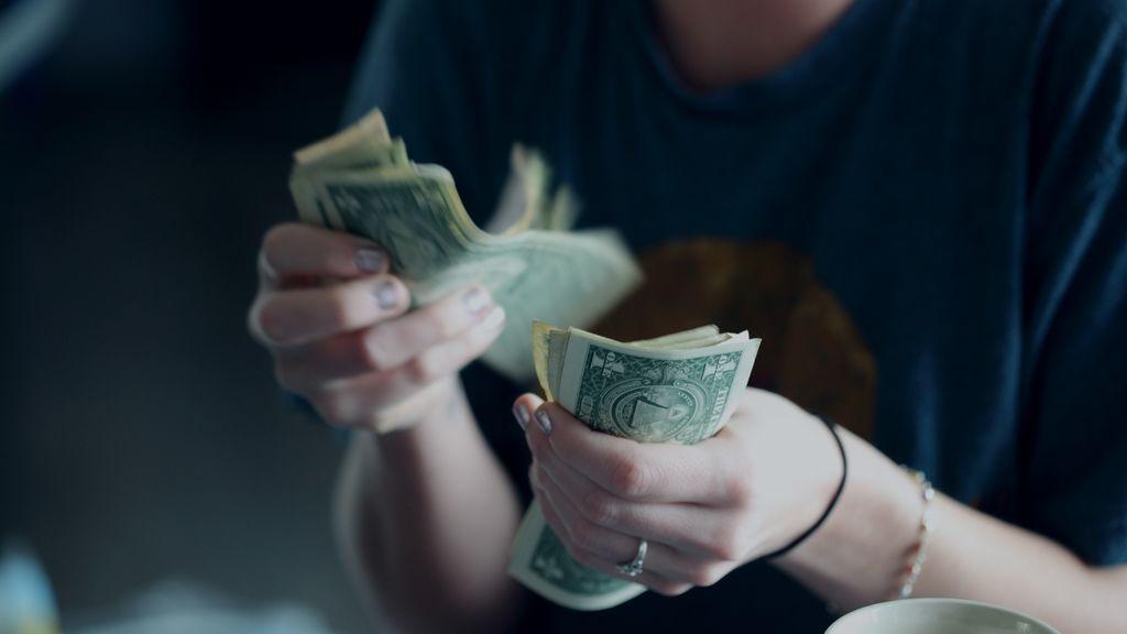 Cómo dejarle dinero a un amigo sin que interfiera en vuestra relación