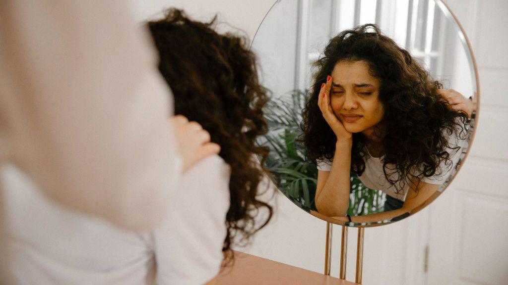 """""""Desde pequeña me dijeron que demasiado delgada, y ahora jamás me veo bien en el espejo"""": la dismorfia corporal es mucho más que un trastorno"""