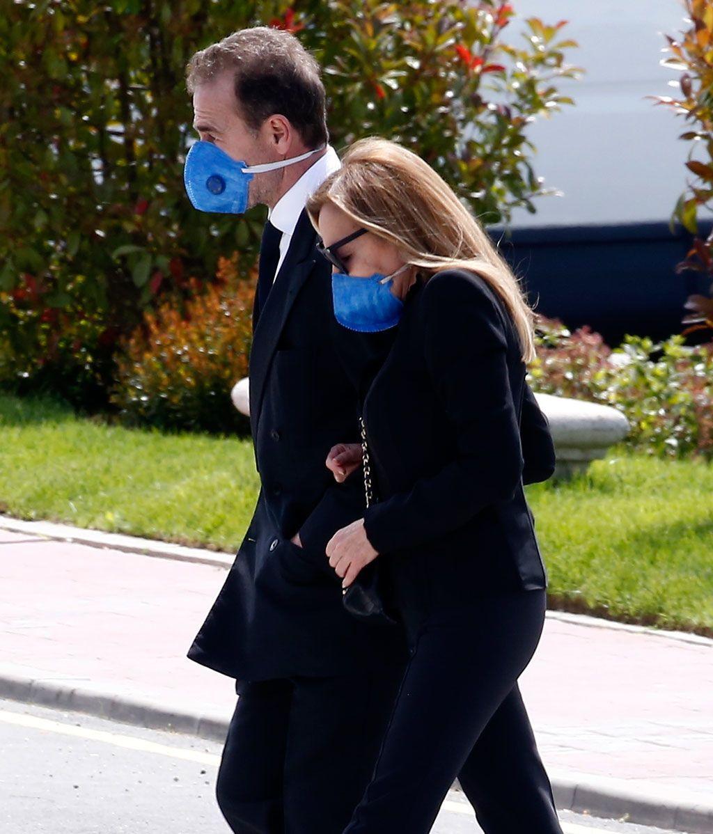 Ana Obregón y Alessandro Lequio en el entierro de su hijo