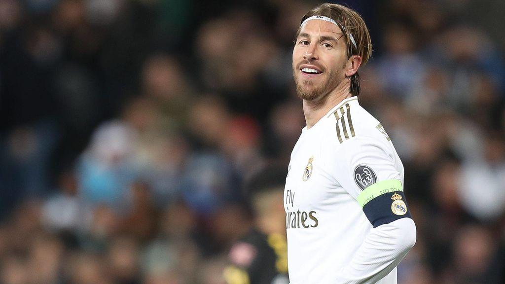 Sergio Ramos gesticula durante un partido con el Real Madrid.