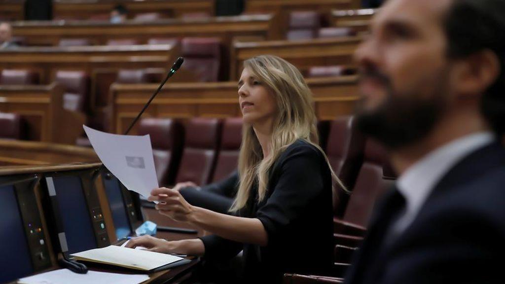 """Gran bronca Iglesias-Álvarez de Toledo: la popular dice que el vicepresidente es """"hijo de un terrorista"""""""