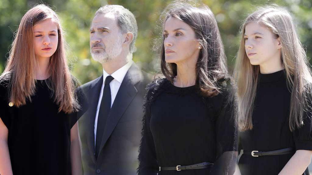 De negro y solemnes: las infantas y los reyes recuerdan a las víctimas de coronavirus con un minuto de silencio