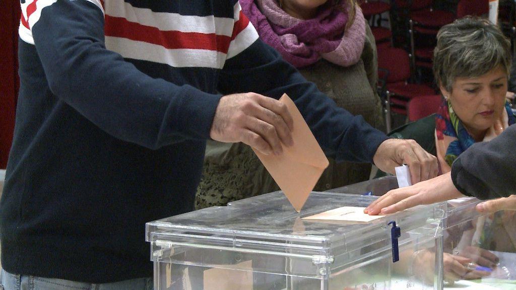 Mascarillas, bandeja para el DNI y prioridad para mayores de 65 años. Así será la jornada electoral en Galicia