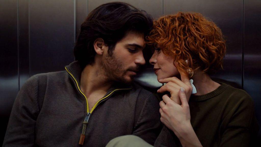 El casi beso de Yalin y Defne