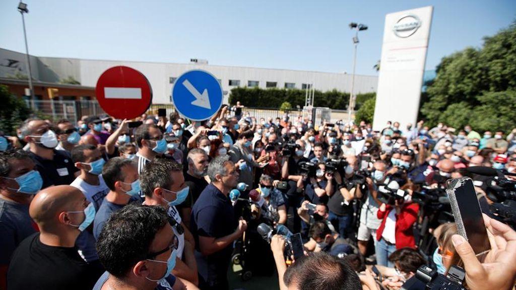 El presidente del comité de empresa de Nissan, Juan Carlos Vicente, se dirige a los trabajadores