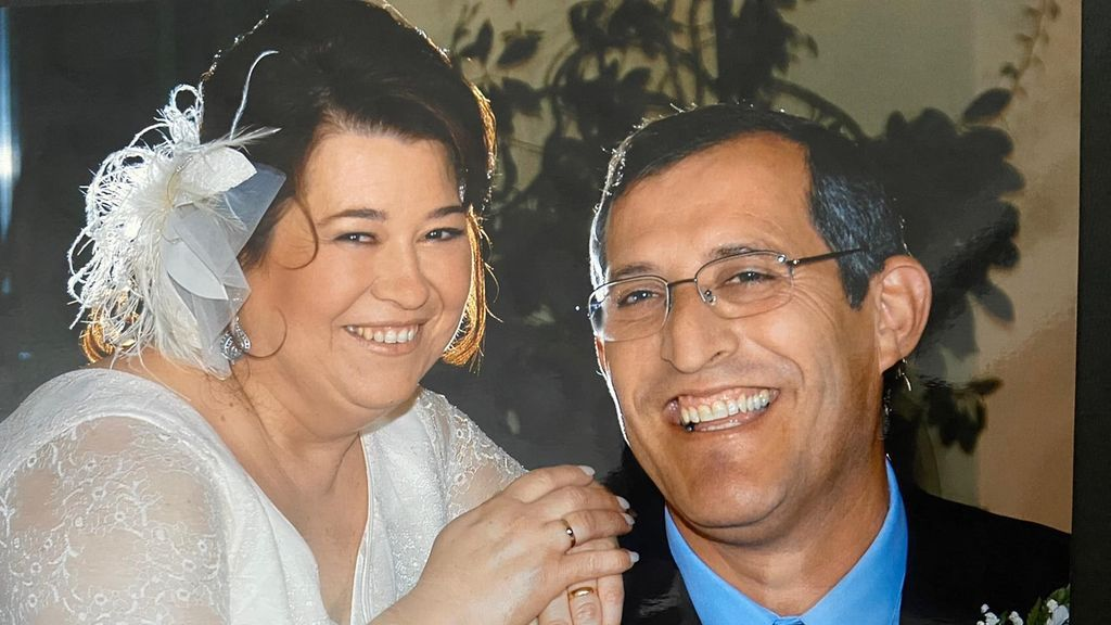 """Juan González: """"Mi esposa pasó horas en Urgencias sin ser atendida y  falleció en la UCI por COVID-19"""""""