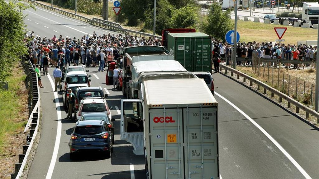 Los trabajadores de Nissan protestan por el cierre de sus plantas en Barcelona, en imágenes