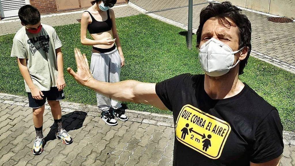 """""""Si me queréis, retirarse dos metros"""": camisetas con mensaje vintage para recordar la pandemia"""