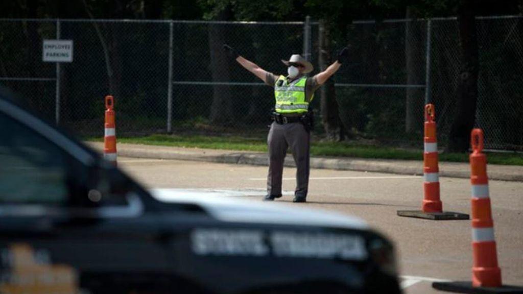 """""""Es desafortunado que más afroamericanos no mueran de COVID-19"""": policía despedido por mensaje racista"""