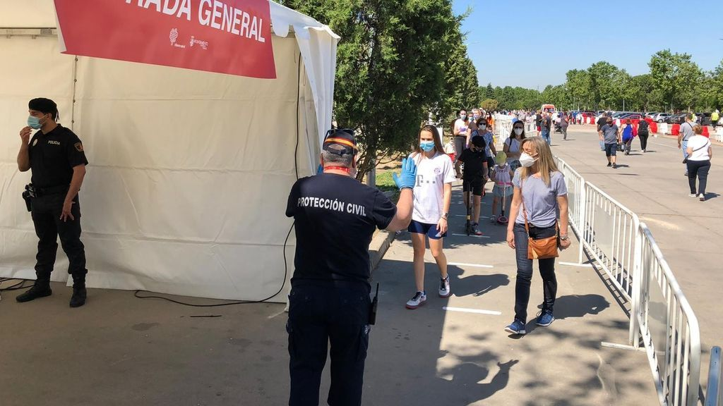 Convocan de urgencia y por megafonía a los vecinos de Torrejón para hacerles test masivos del coronavirus